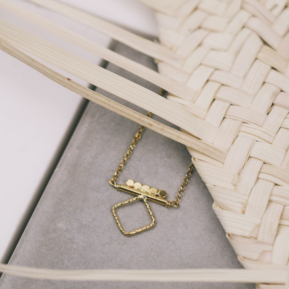 Necklace Nissa square (gold plated)